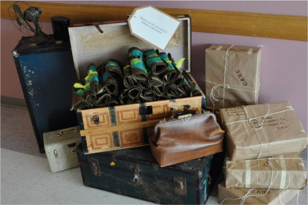 Traincase display with party favors