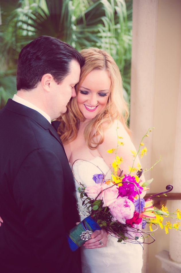 ClairePacelliPhoto_CountryClubofOrlando_DBS_couple-with-bouquet